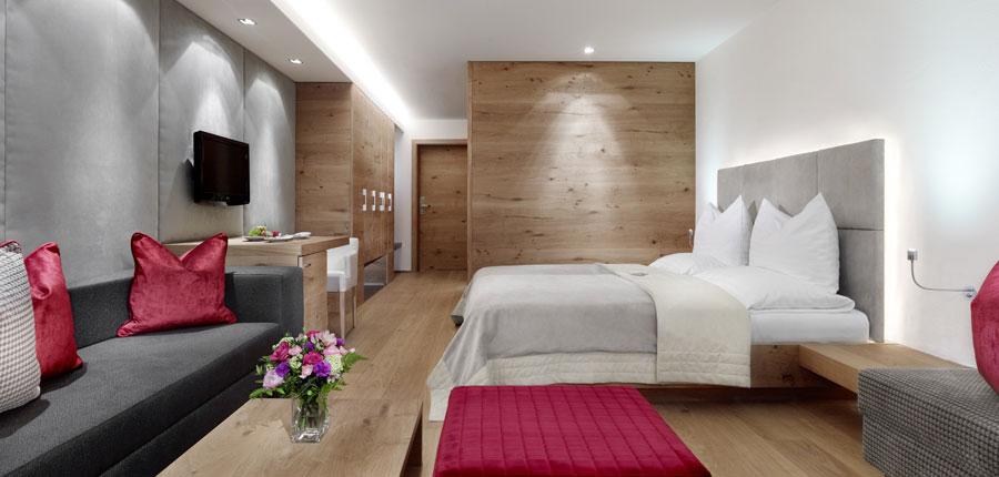 Austria_Kitzbuhel_Hotel-Schwarzer_Adler_Twin_Bedroom.jpg